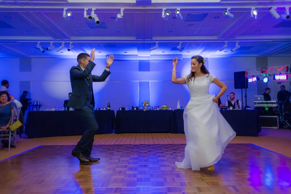 The bride and groom did a professional Dance routine during their lakeside terrace wedding